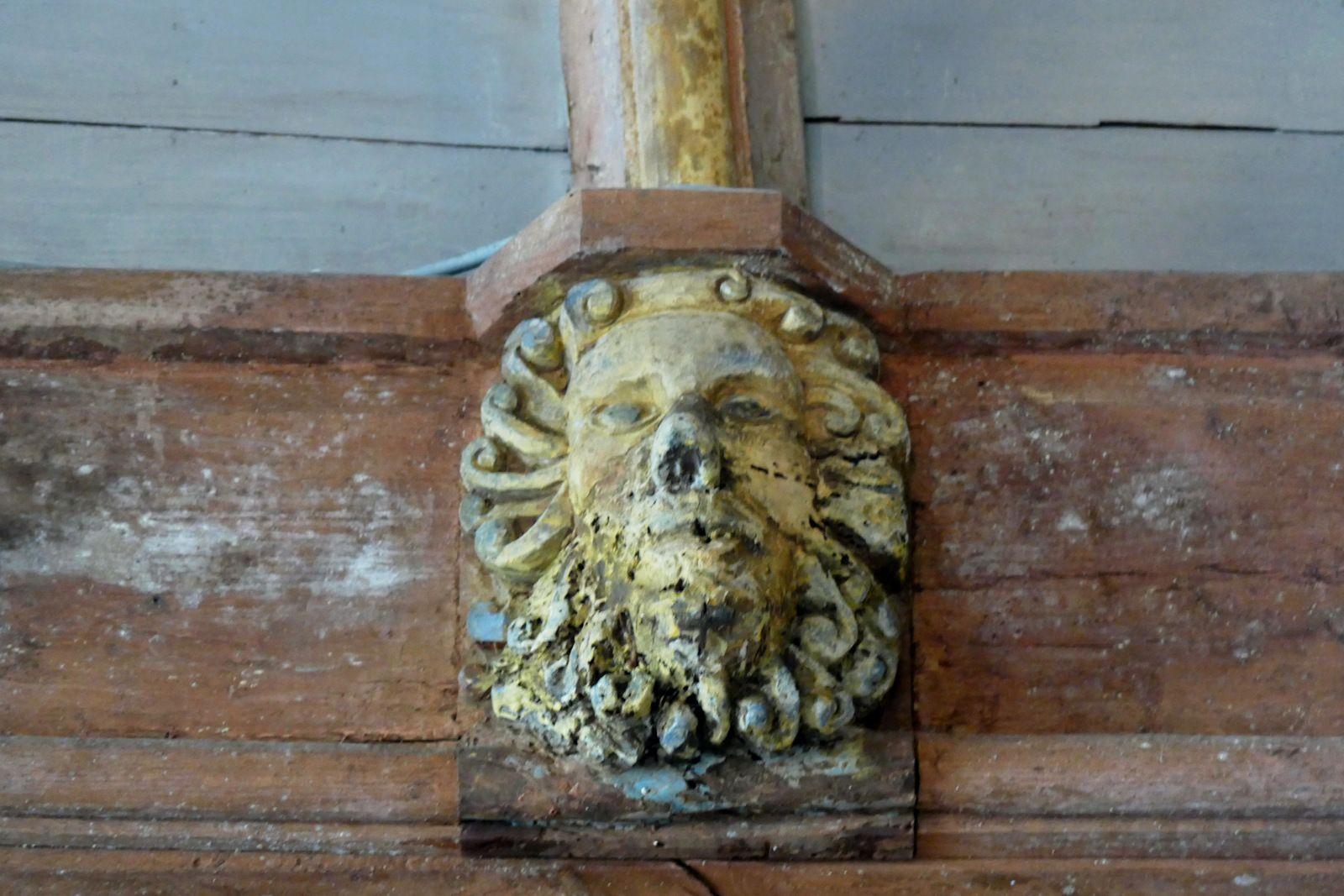 Sablières de la chapelle Saint-Tugen de Primelin. Photographie lavieb-aile .