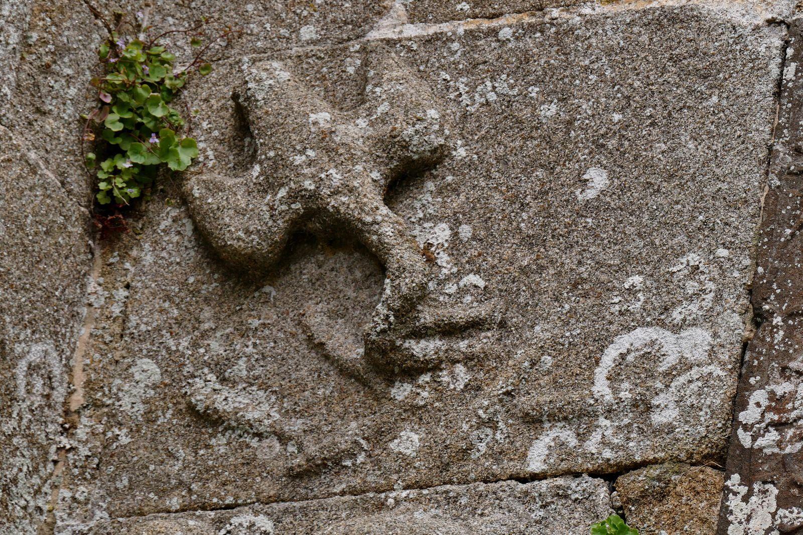 Façade occidentale de l'église Saint-Herlé . Photographie lavieb-aile.