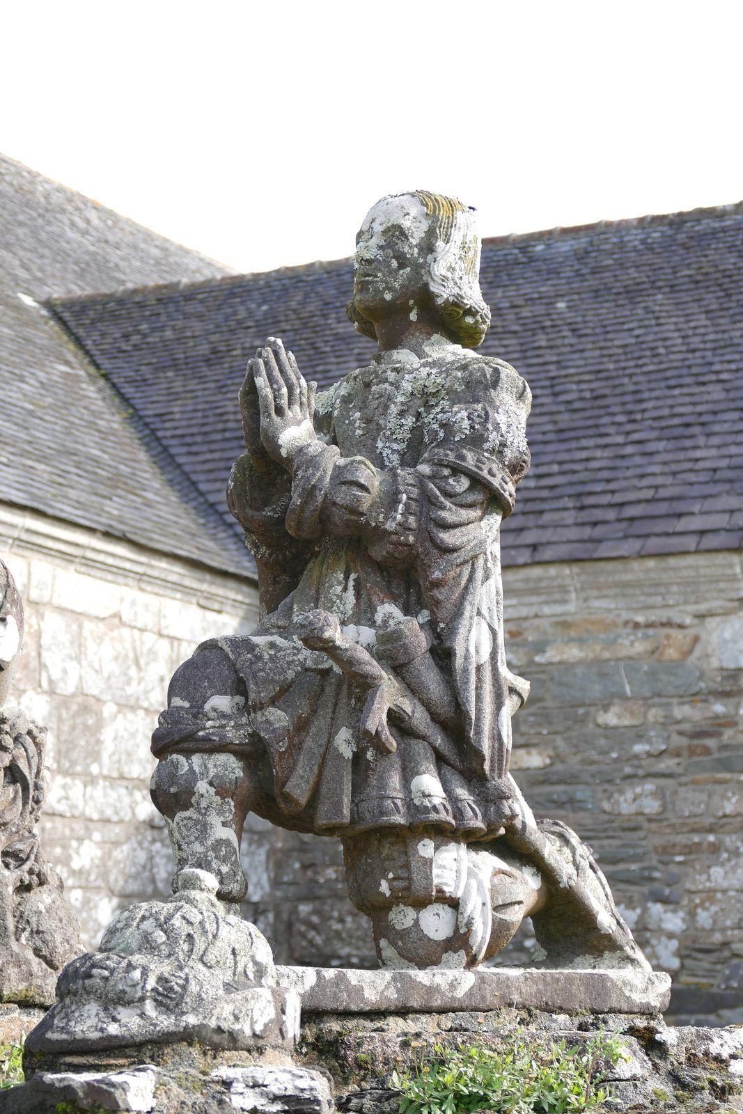 Conversion de saint Hubert (kersanton, 1525-1530, Maître de Cast), enclos de l'église de Cast. Photo lavieb-aile 2020.