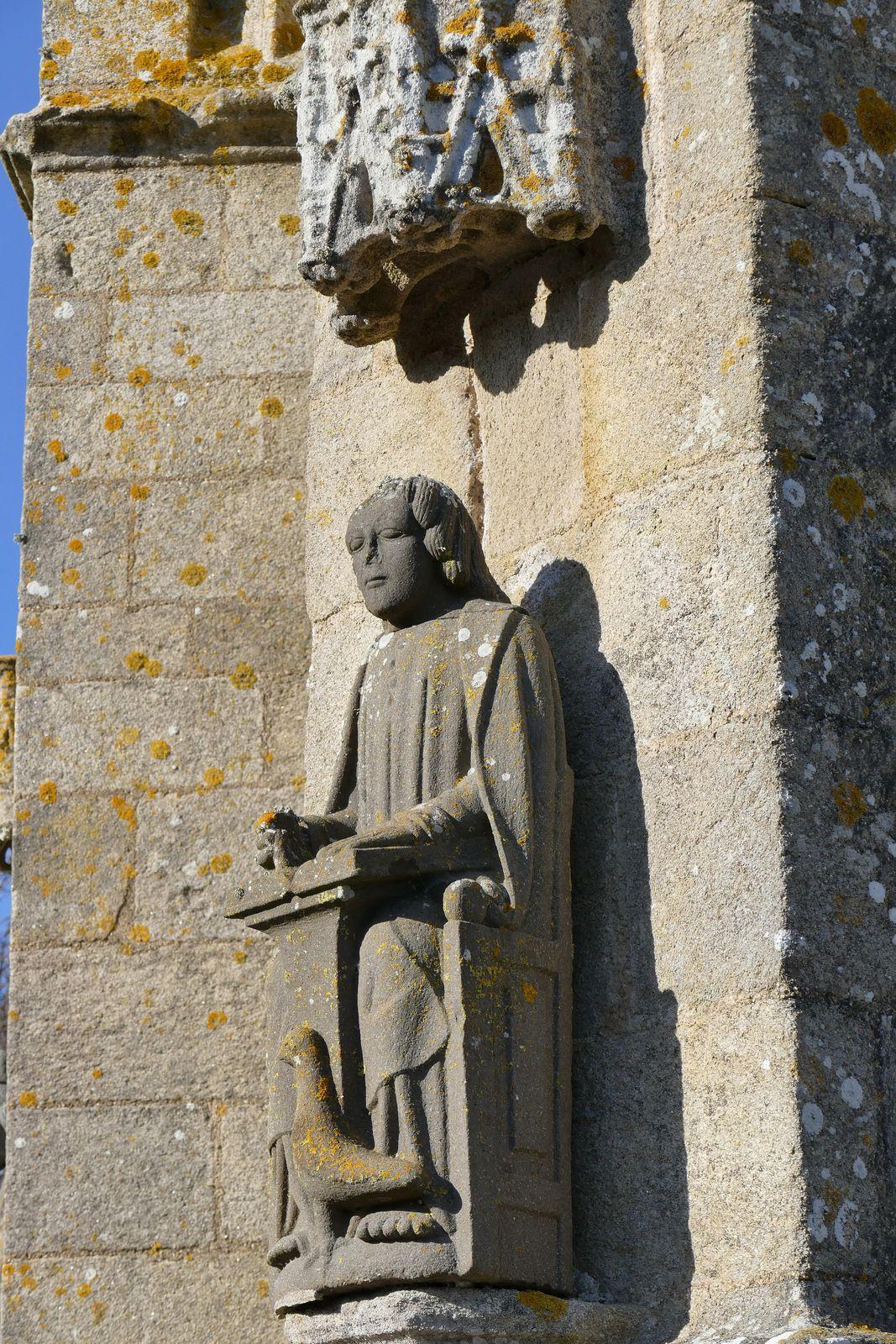 Saint Jean (kersanton, Maître de Plougastel, début XVIIe),  chapelle Saint-Tugen en Primelin. Photographie lavieb-aile mars 2020.
