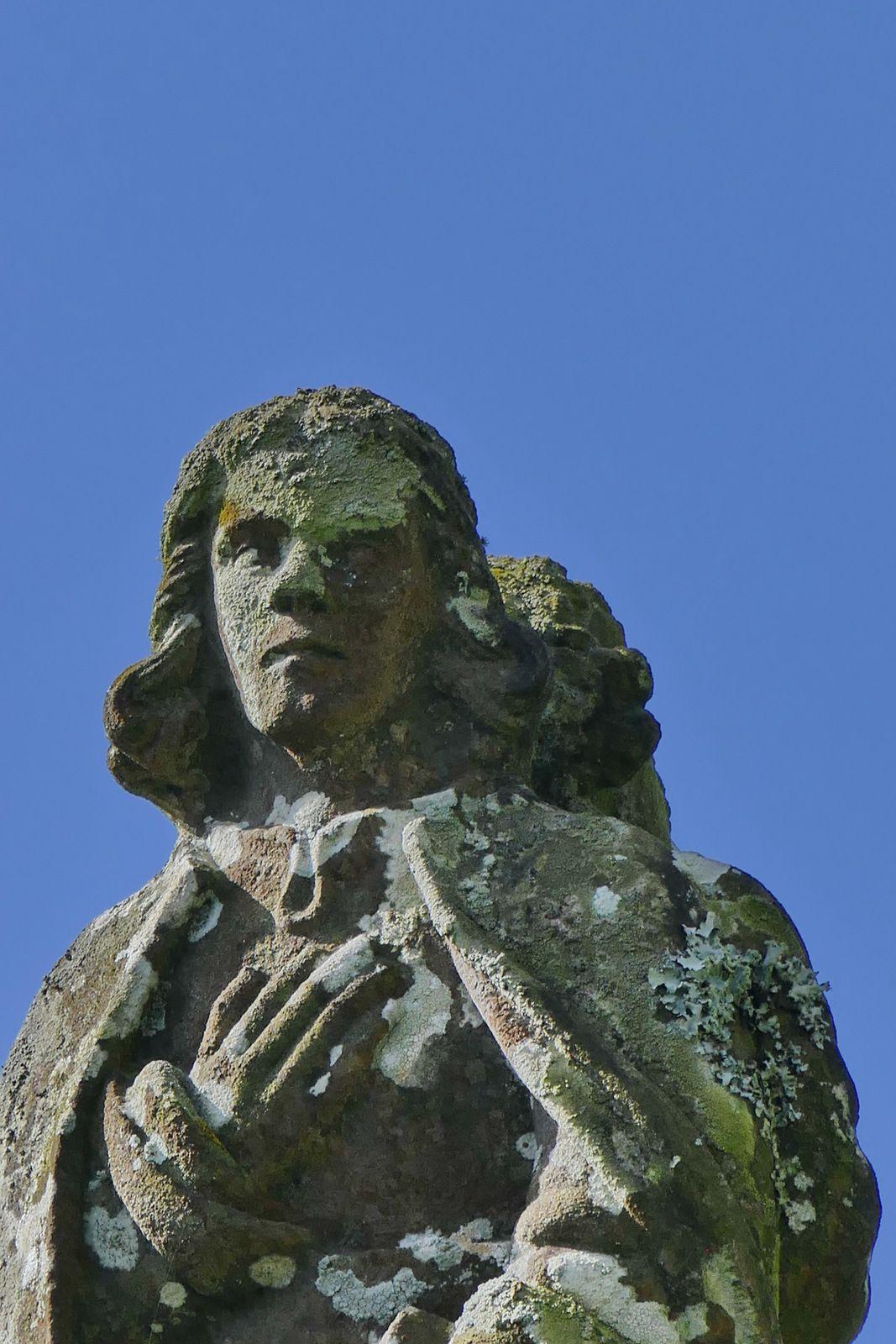 Calvaire de la chapelle Notre-Dame de Bonne-Nouvelle à Quillidoaré, Cast. Photographie lavieb-aile mars 2020 .