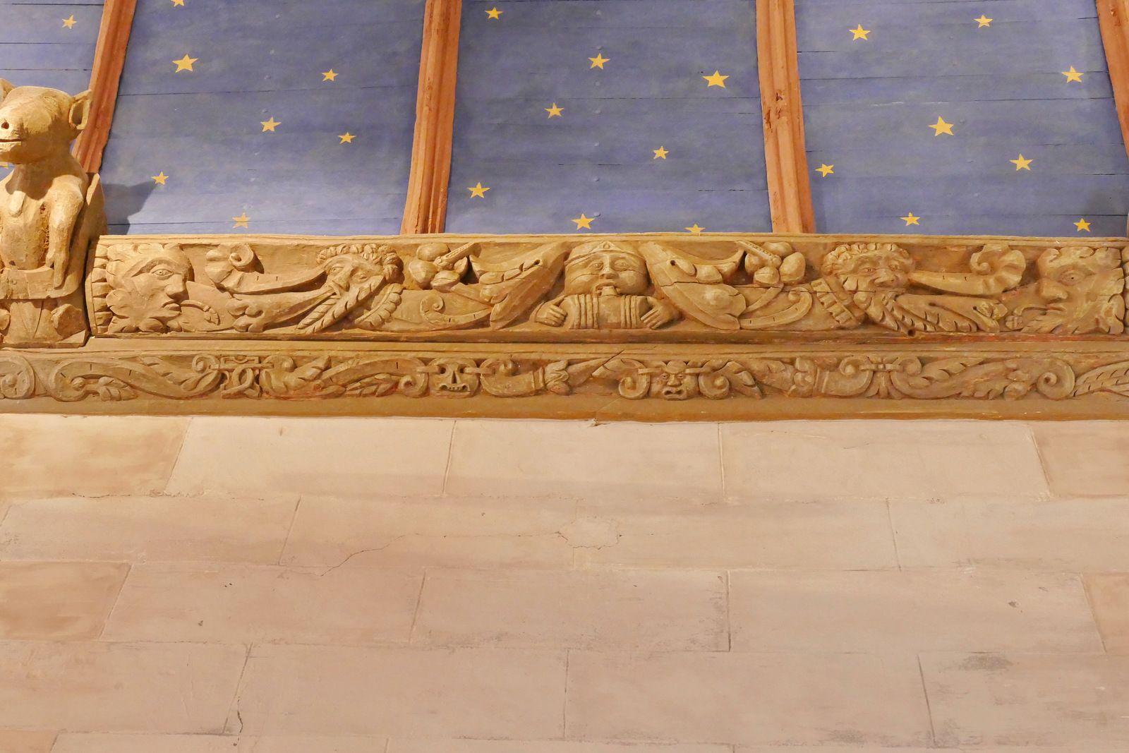 Sablières (1552) du bas-coté sud de l'église de la Roche-Maurice. Photographie lavieb-aile 2017.