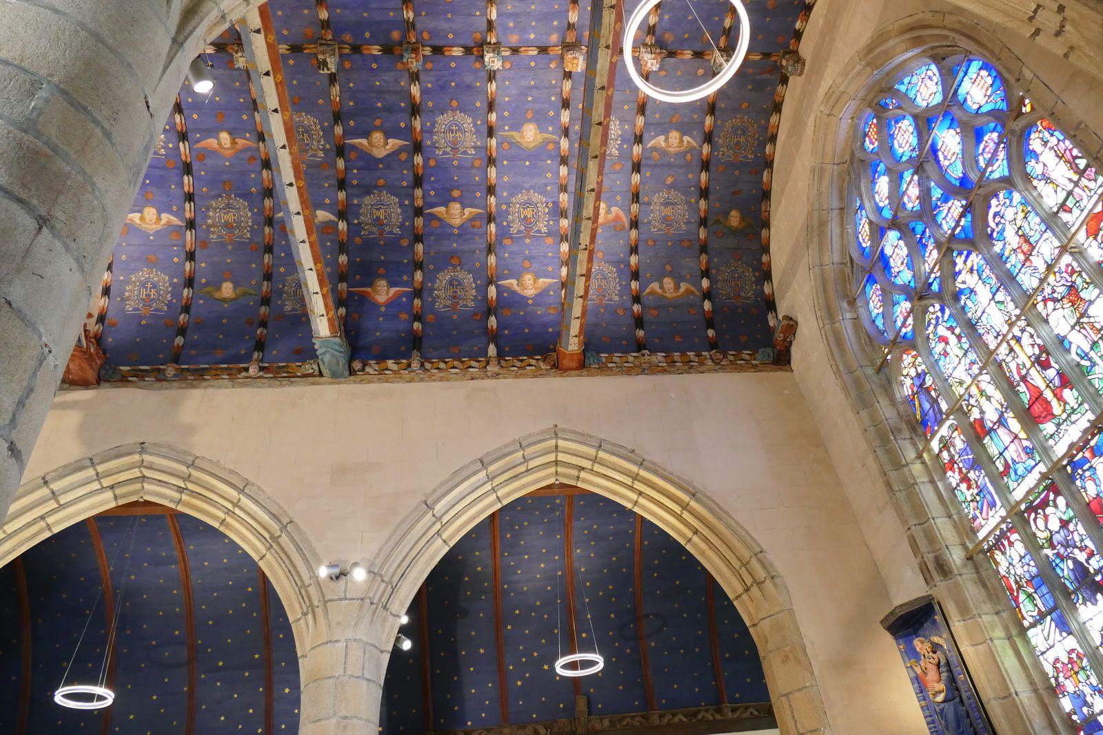 Sablières (1559) du choeur de l'église de La Roche-Maurice. Photographie lavieb-aile.