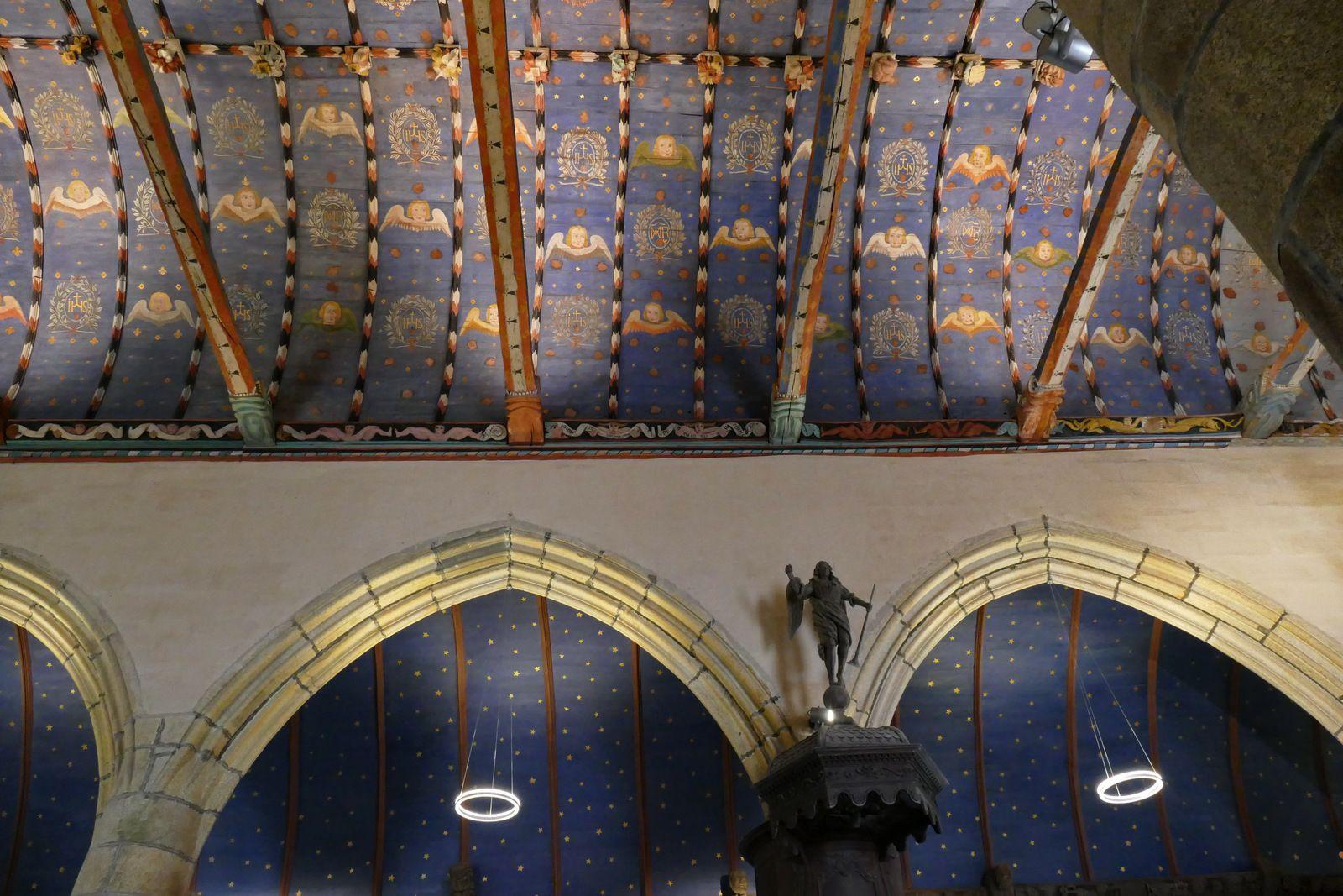 Sablières (1559) de la nef de l'église de La Roche-Maurice. Photographie lavieb-aile.