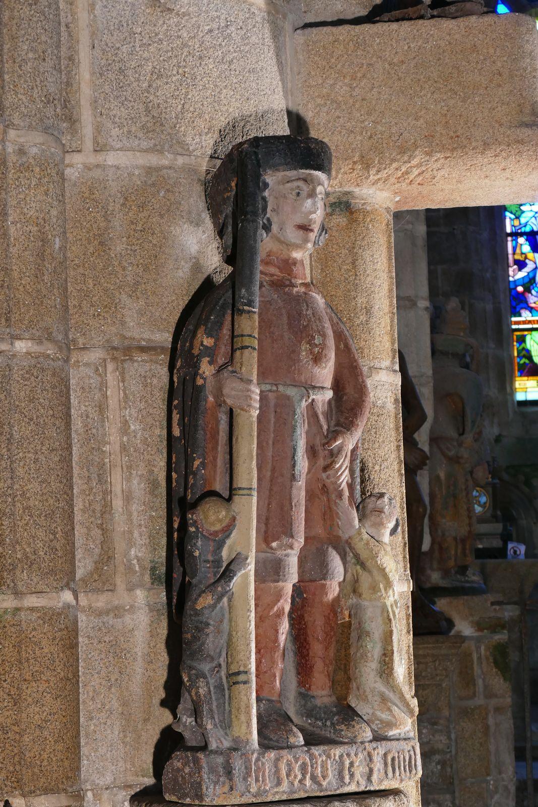 Statue de saint Roch (granite, 1509), église de Locronan. Photographie lavieb-aile.