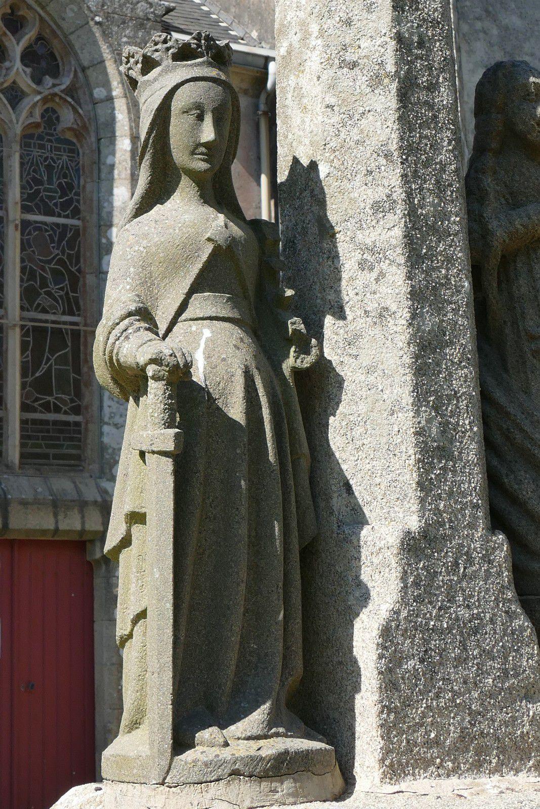 Sainte Catherine (kersanton, XVe siècle)  de Sainte-Anne-la-Palud. Photographie lavieb-aile juin 2020.
