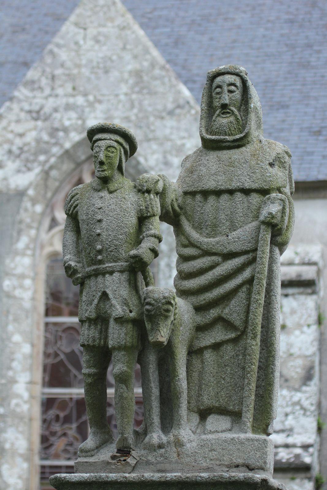 Saint Hervé et son guide, (kersantite, XVIe siècle), chapelle Sainte-Anne-la-Palud. Photographie lavieb-aile juin 2020.