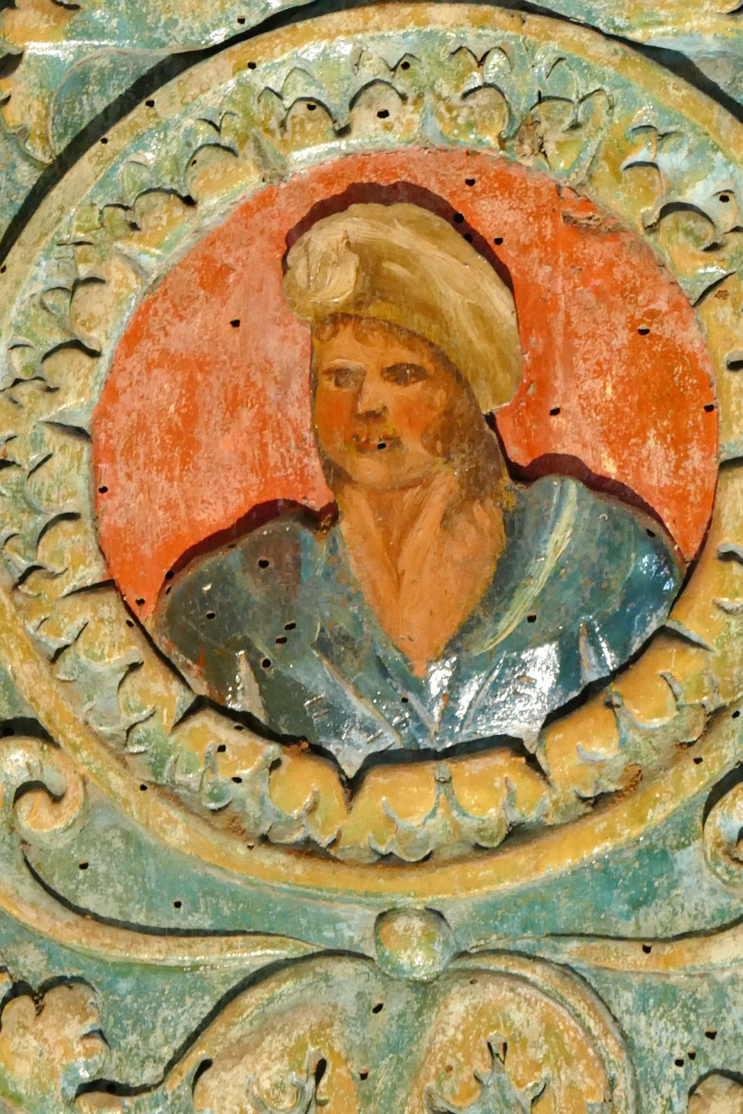 Tribune (bois polychrome, XVIe siècle) de l'église d'Esquibien. Photographie lavieb-aile juillet 2020.
