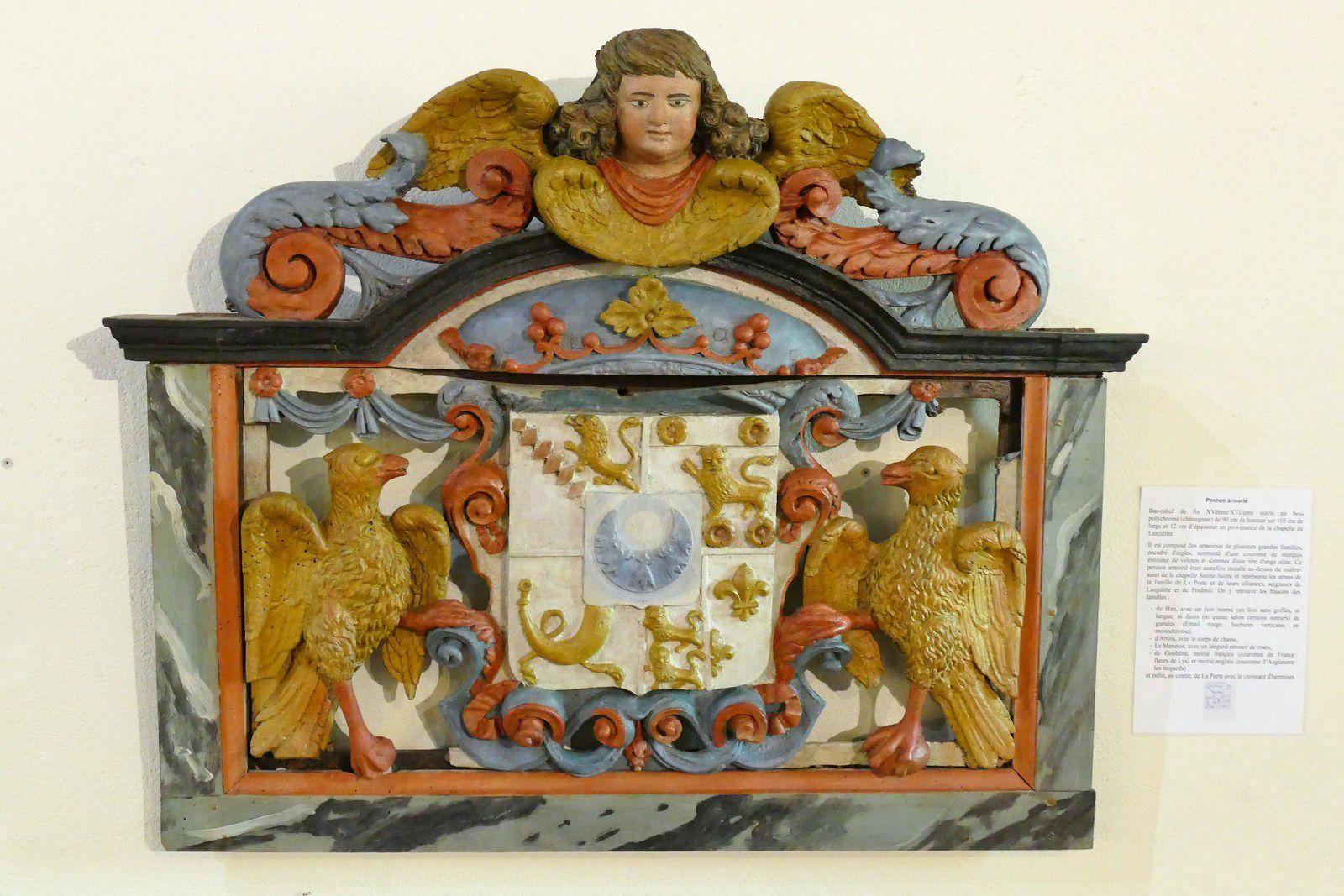 Pennon généalogique provenant de la chapelle de Lanjulitte  et exposé dans l' église de Telgruc. Photographie lavieb-aile juillet 2020.
