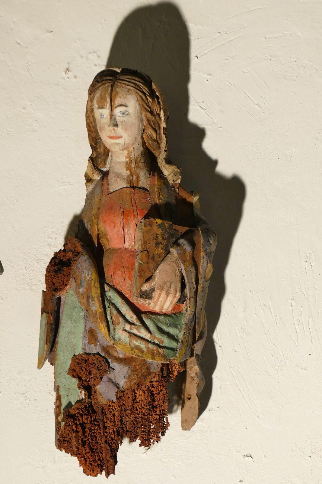 Statue de sainte Julitte provenant de la chapelle de Lanjulitte, exposée dans l' église de Telgruc. Photographie lavieb-aile juillet 2020.