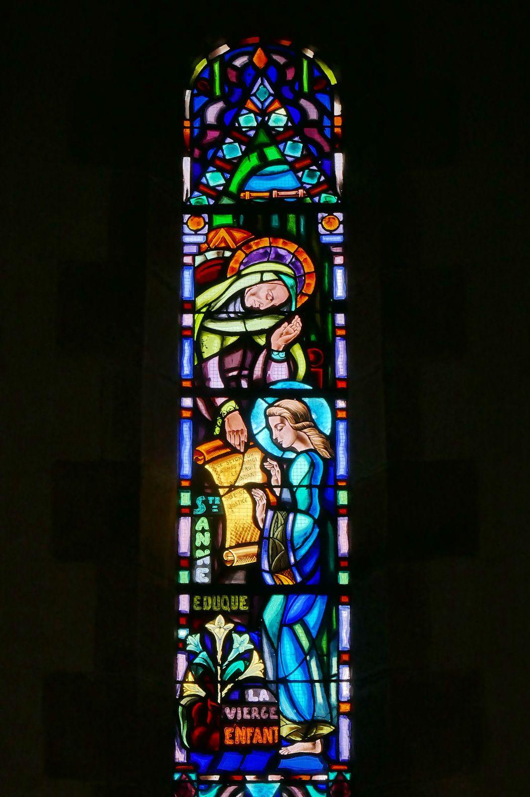 Vitraux du chœur (Mauméjean 1948) de l'église du Relecq-Kerhuon. Photographie lavieb-aile août 2020.