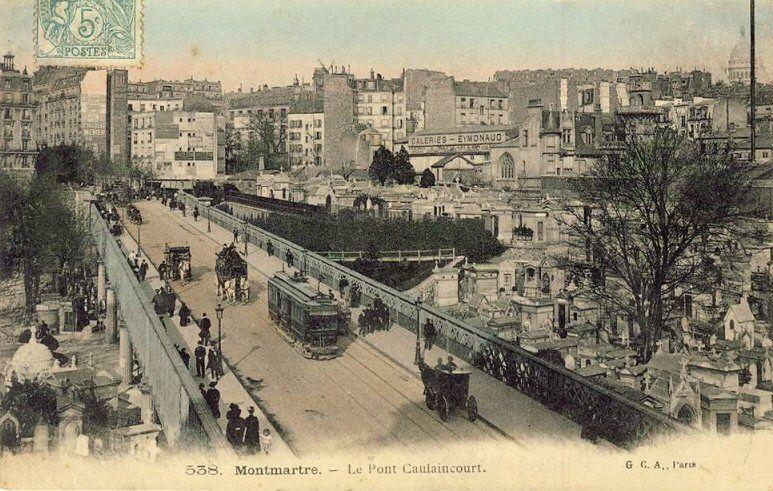 Le pont Caulaincourt au dessus du cimetière de Montmartre.