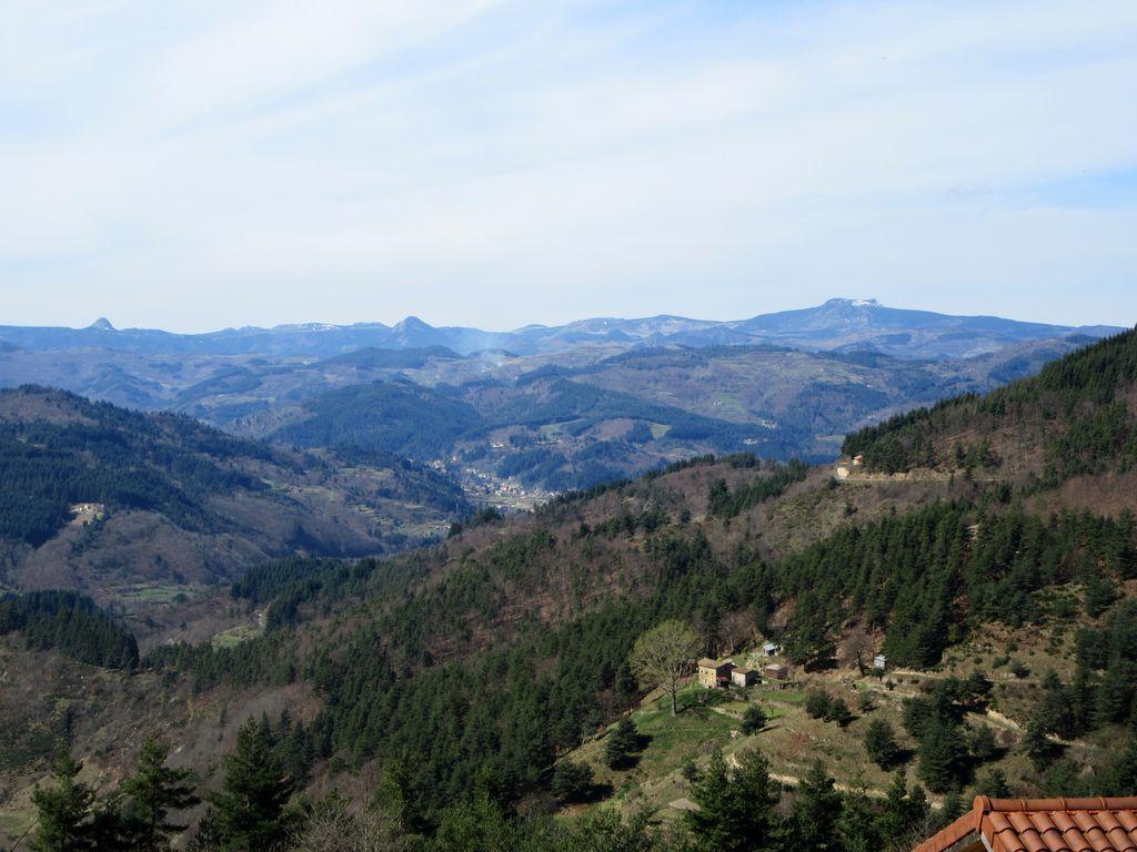 Vue magnifique sur les Monts d'Ardèche