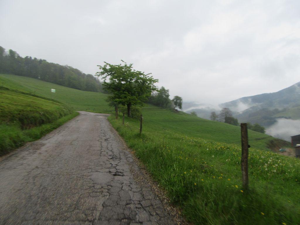 Kaysersberg sous la pluie et le Col de Chamont et ses statues