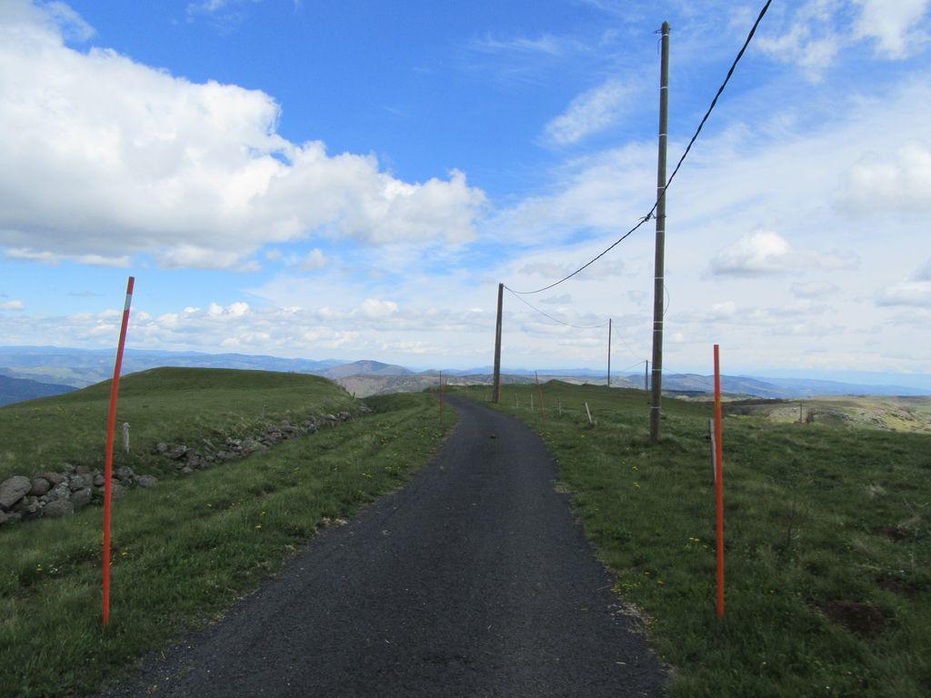 Il ne reste plus qu'à descendre via Mézilhac d'où un bon sentier ramène à Sardiges