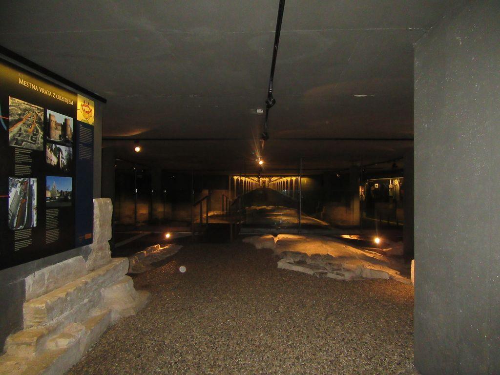 Superbe aménagement souterrain pour imaginer la ville romaine à partir des ruines