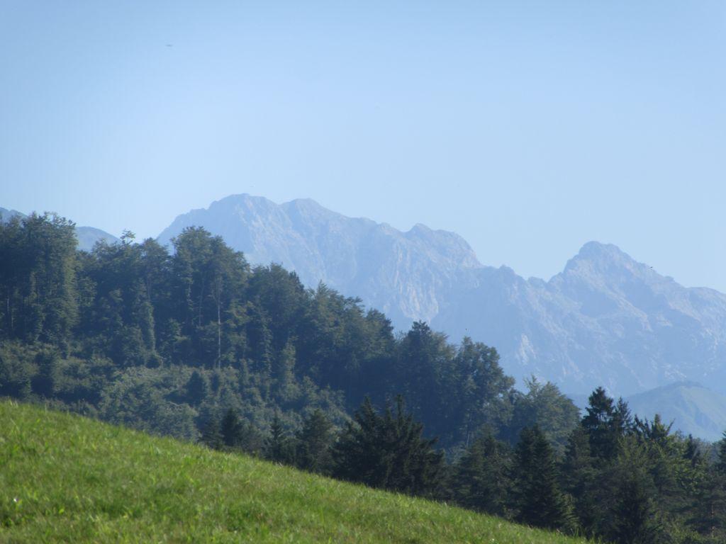 Départ du camping et routes agréables avec vue sur les montagnes