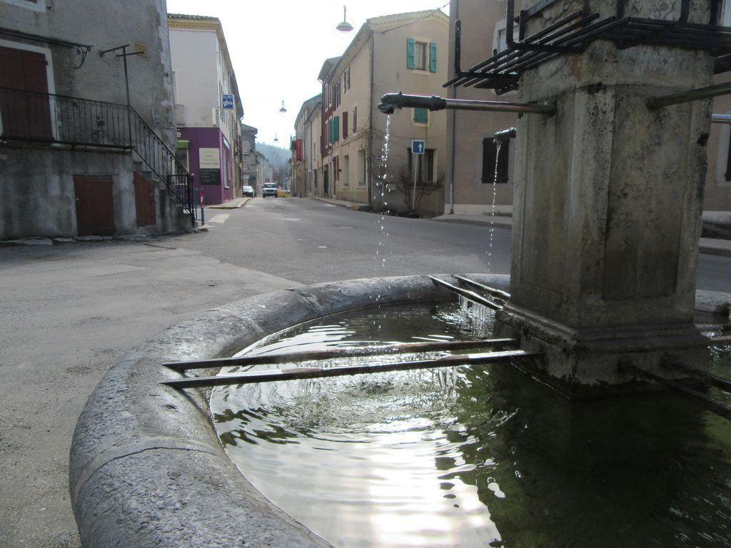 Luc en Diois, encore quelques glaçons sur la fontaine
