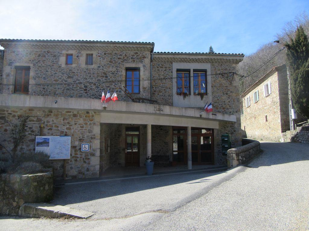 Le village de Gourdon et l'arrivée au Col de Sarrasset