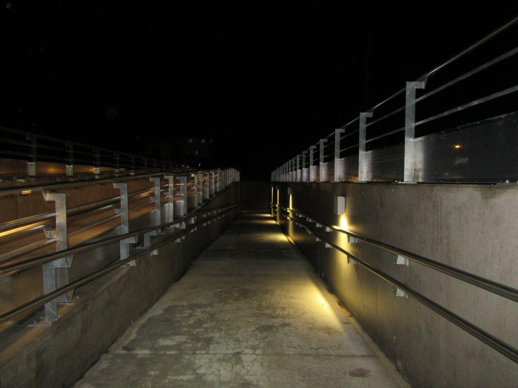 Le nouveau passage piétons / vélos à Guilherand ... virage à 180°, déchaussage obligatoire !