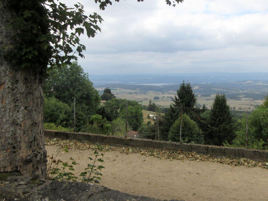 Des environs de Pradelle, on peut voir le lac de Langogne !