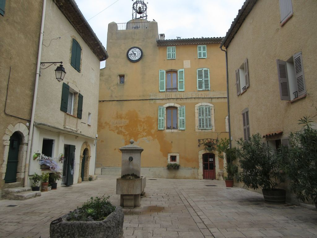 Moulins et villages de Provence