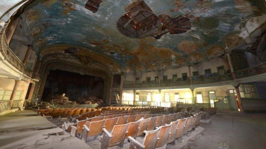 La grande salle du théâtre Cervantès, à Tanger, en janvier 2014. / Ph. Fadel Senna - AFP