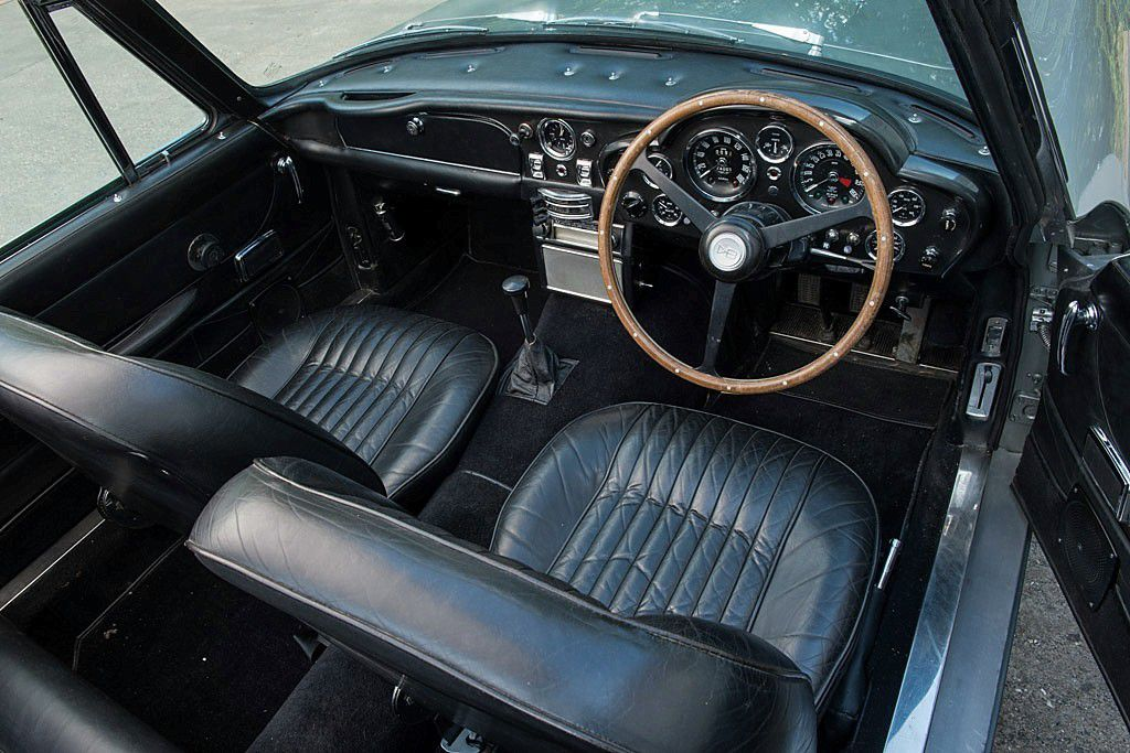 VOITURES DE LEGENDE (739) : ASTON MARTIN  DB6  MKII VOLANTE - 1970