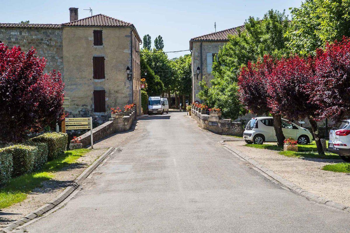 LES PLUS BEAUX VILLAGES DE FRANCE : FOURCES   (GERS)