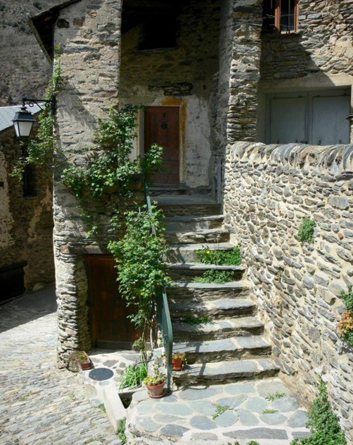 LES PLUS BEAUX VILLAGES DE FRANCE :  EVOL  (PYRENEES-ORIENTALES)