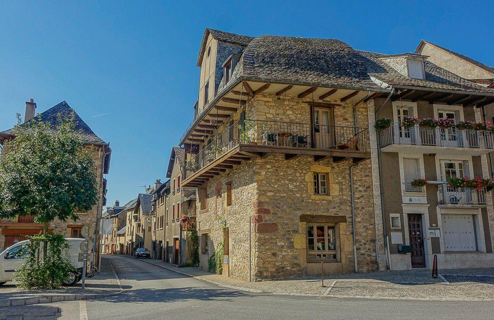 LES PLUS BEAUX VILLAGES DE FRANCE :  SAINT-CÖME-d'OLT  (AVEYRON)