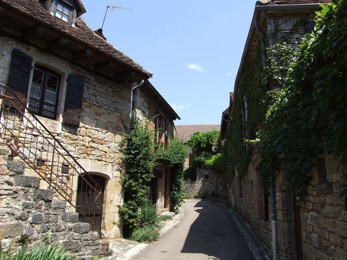 LES PLUS BEAUX VILLAGES DE FRANCE : LOUBRESSAC  (LOT)