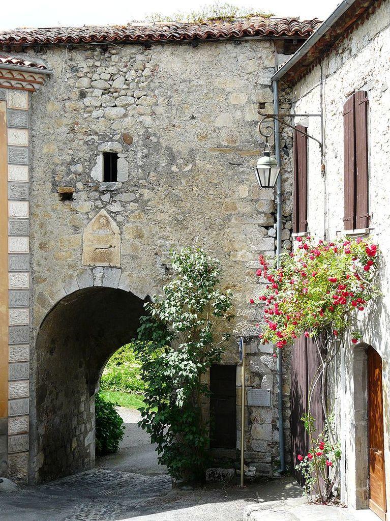 LES PLUS BEAUX VILLAGES DE FRANCE : SAINT-BERTRAND DE COMMINGES  (HAUTE-GARONNE)