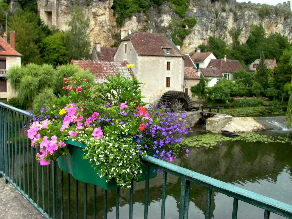 LES PLUS BEAUX VILLAGES DE FRANCE : ANGLES-SUR-L'ANGLIN  (VIENNE)