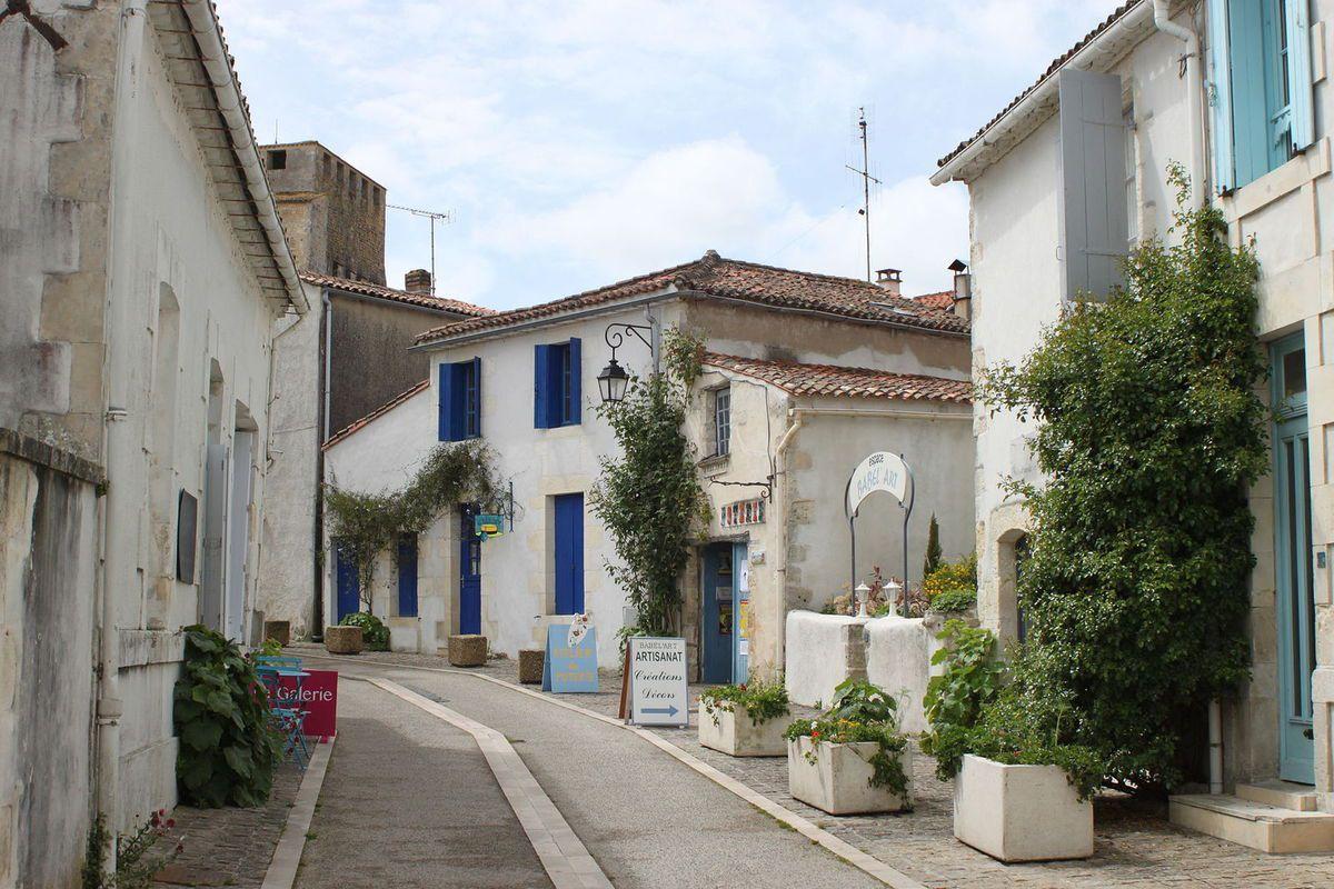 LES PLUS BEAUX VILLAGES DE FRANCE : MORNAC-SUR-SEUDRE (CHARENTE-MARITIME)