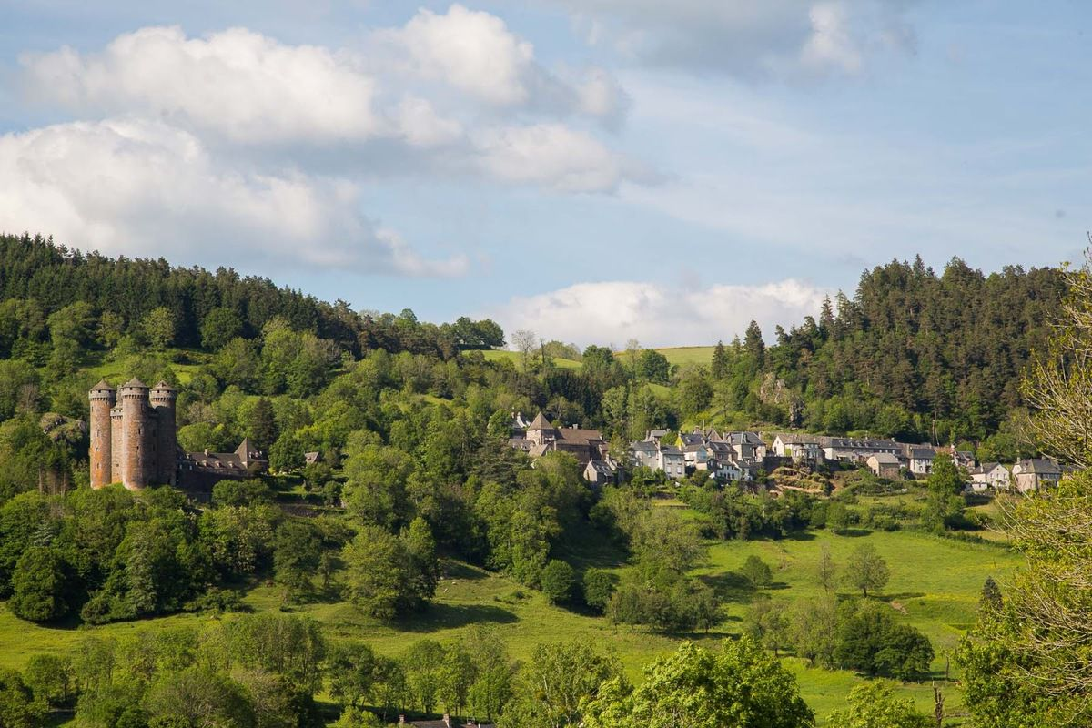LES PLUS BEAUX VILLAGES DE FRANCE : TOURNEMIRE  (CANTAL)