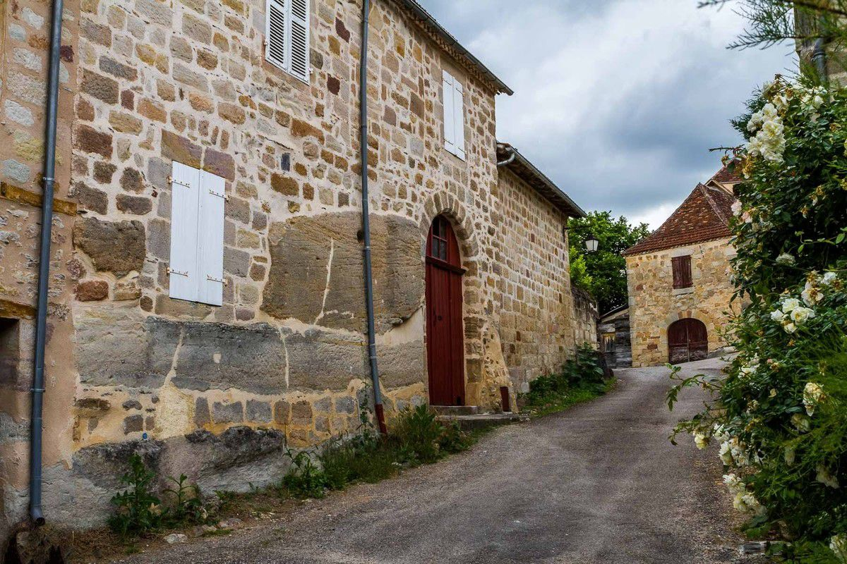 LES PLUS BEAUX VILLAGES DE FRANCE : CUREMONTE  (CORREZE)