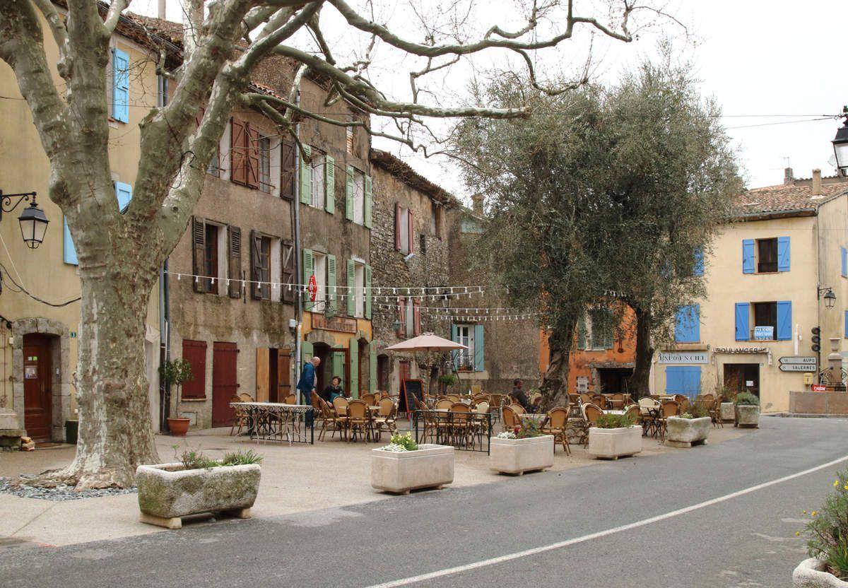 LES PLUS BEAUX VILLAGES DE FRANCE : TOURTOUR  (VAR)