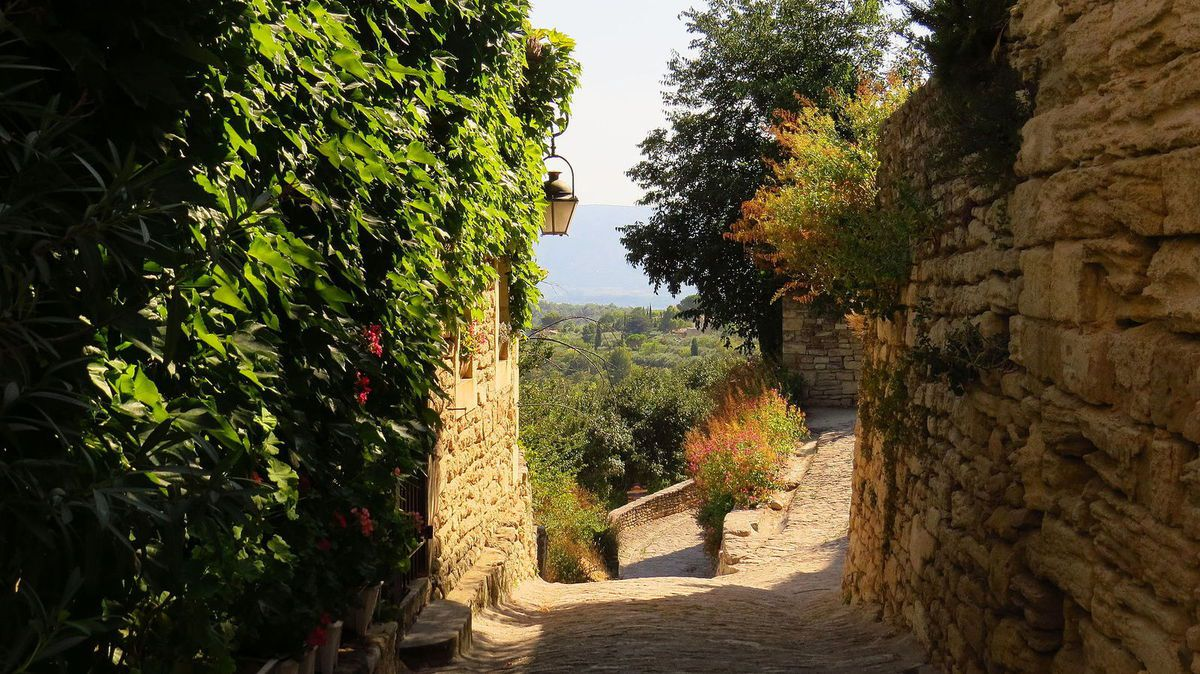 LES PLUS BEAUX VILLAGES DE FRANCE : GORDES  (VAUCLUSE)