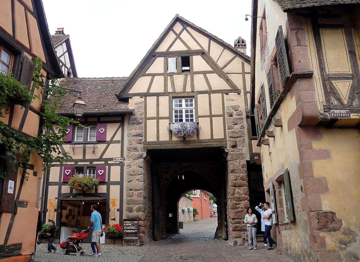 LES PLUS BEAUX VILLAGES DE FRANCE : RIQUEWIHR  (HAUT-RHIN)
