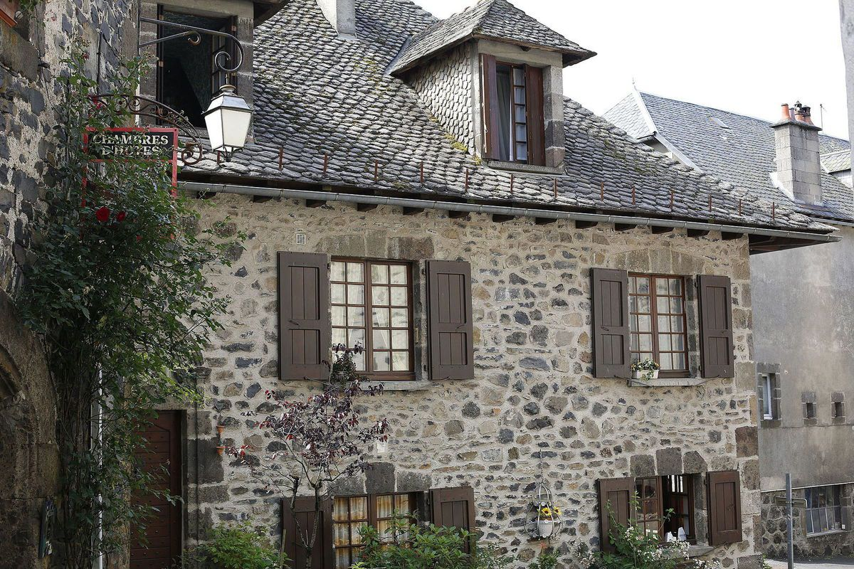 LES PLUS BEAUX VILLAGES DE FRANCE : SALERS  (CANTAL)