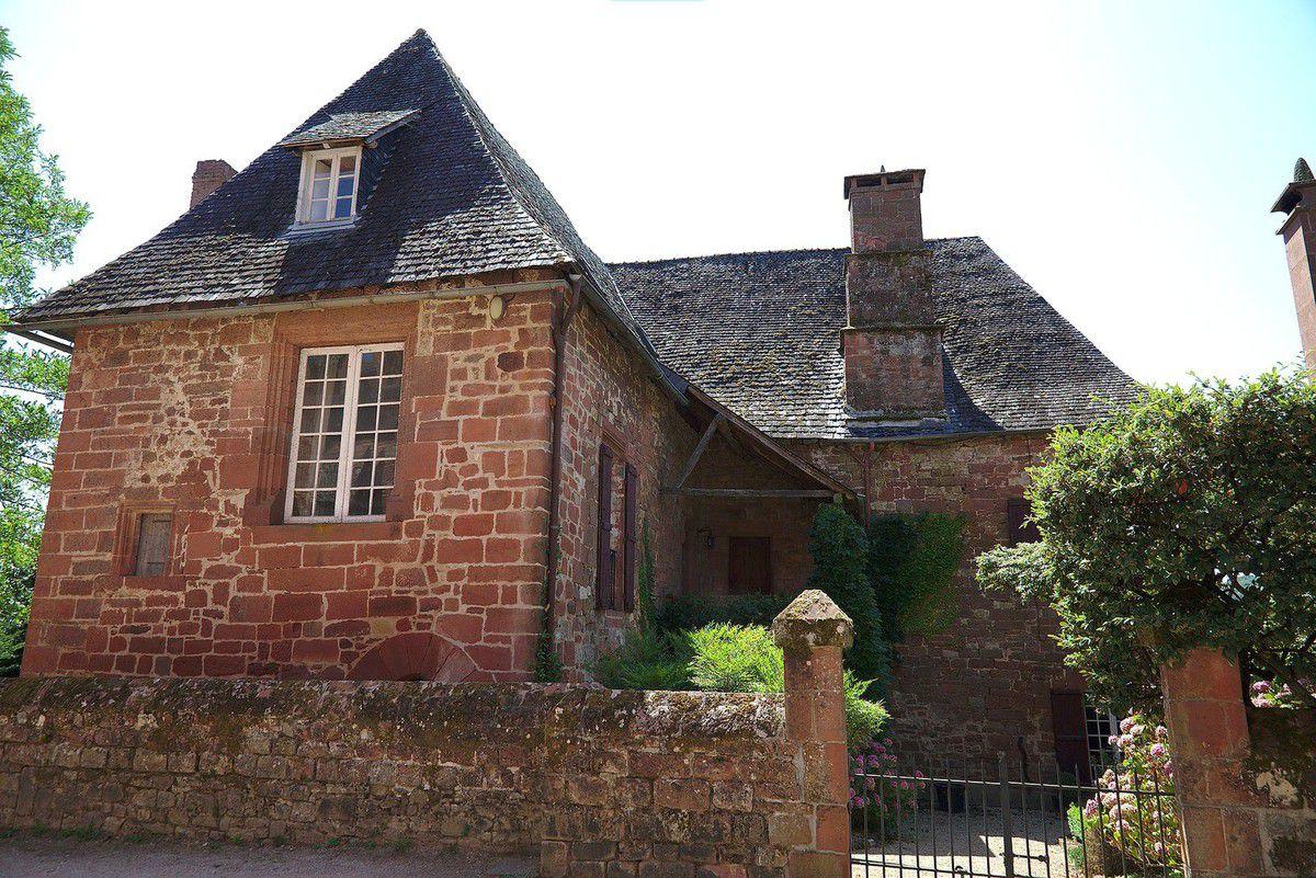 LES PLUS BEAUX VILLAGES DE FRANCE : COLLONGES-LA-ROUGE  (CORREZE)