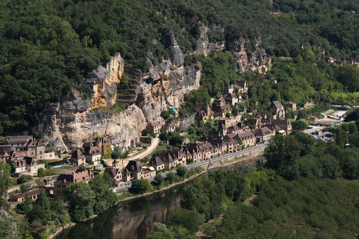 LES PLUS BEAUX VILLAGES DE FRANCE : LA ROQUE-GAGEAC  (DORDOGNE)