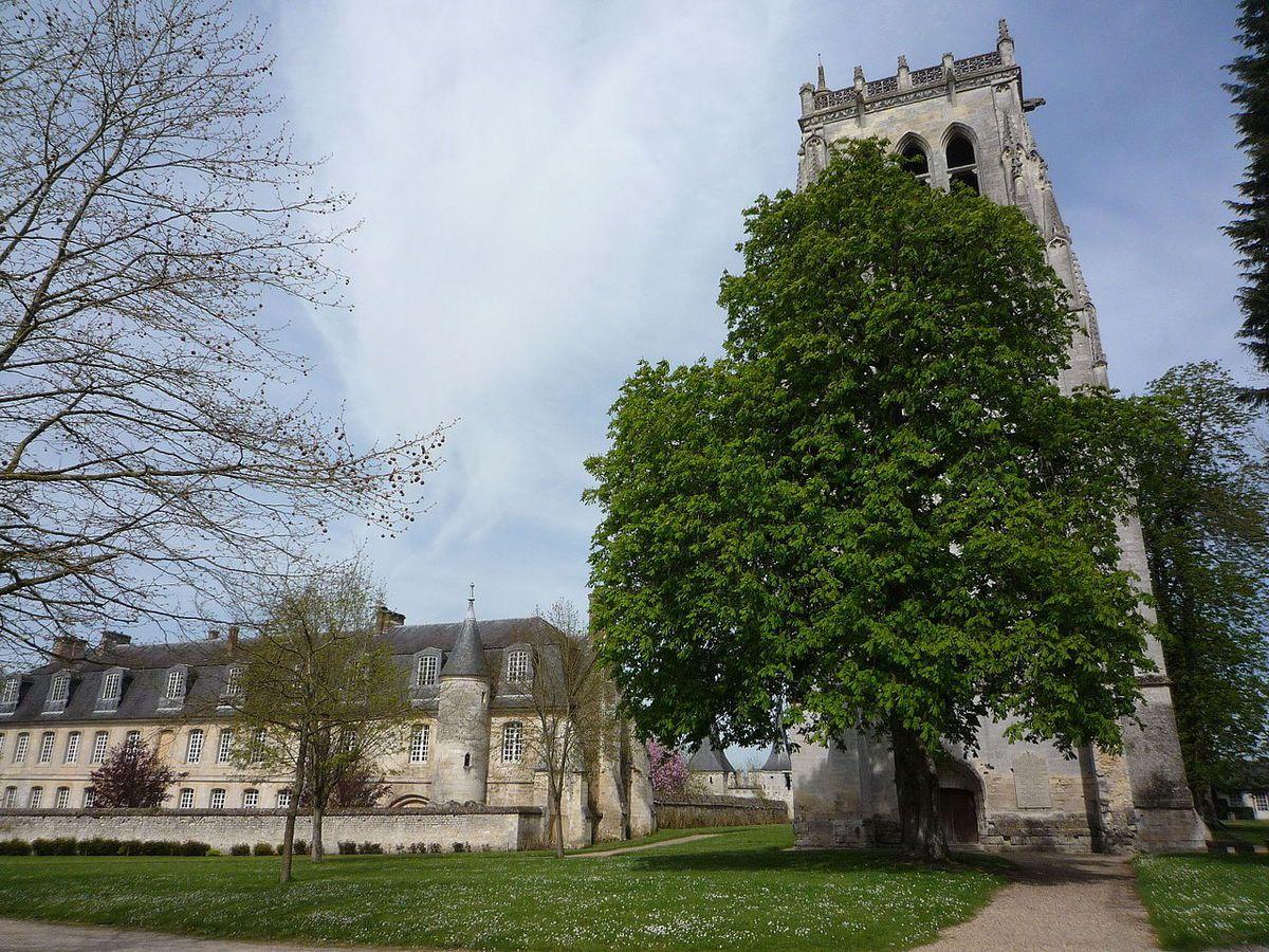 LES PLUS BEAUX VILLAGES DE FRANCE : LE BEC-HELLOUIN  (EURE)