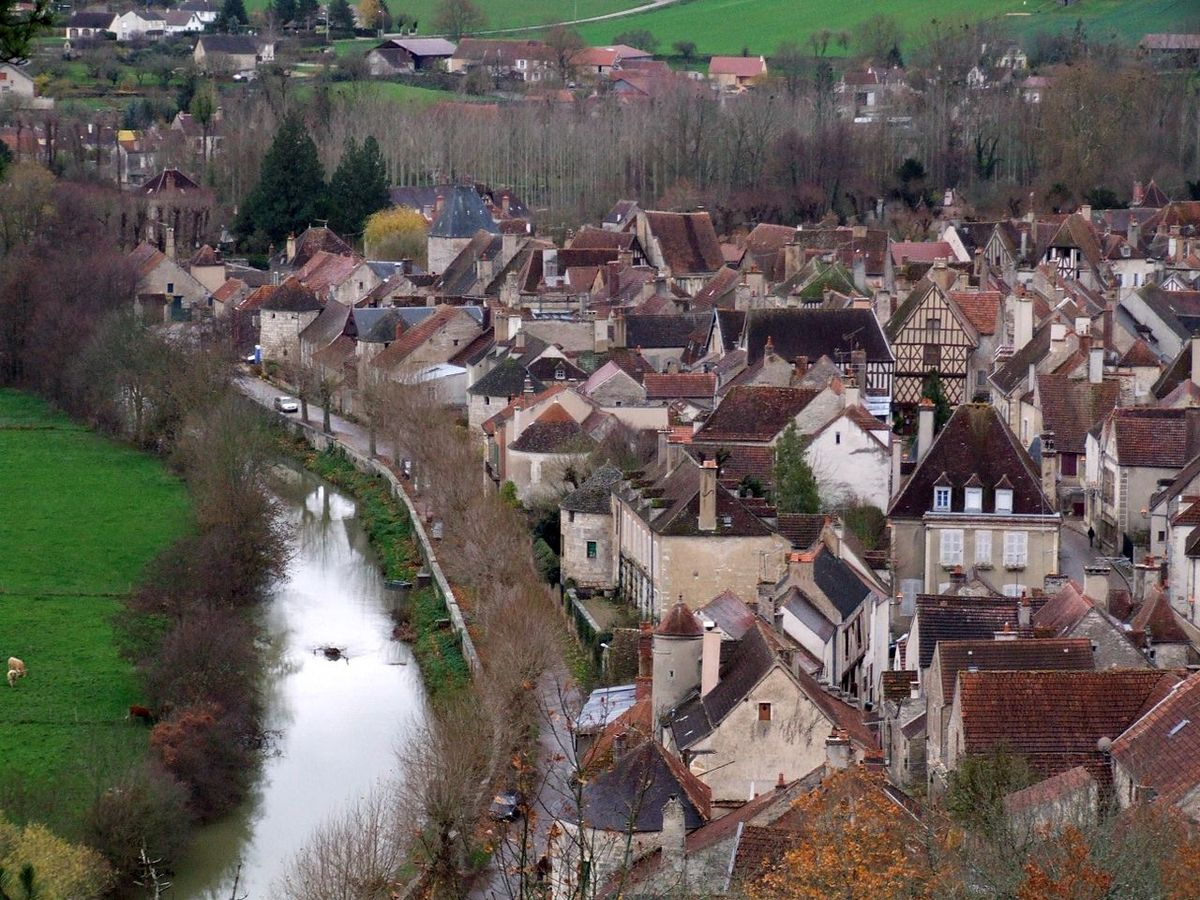 LES PLUS BEAUX VILLAGES DE FRANCE : NOYERS-SUR-SEREIN  (YONNE)