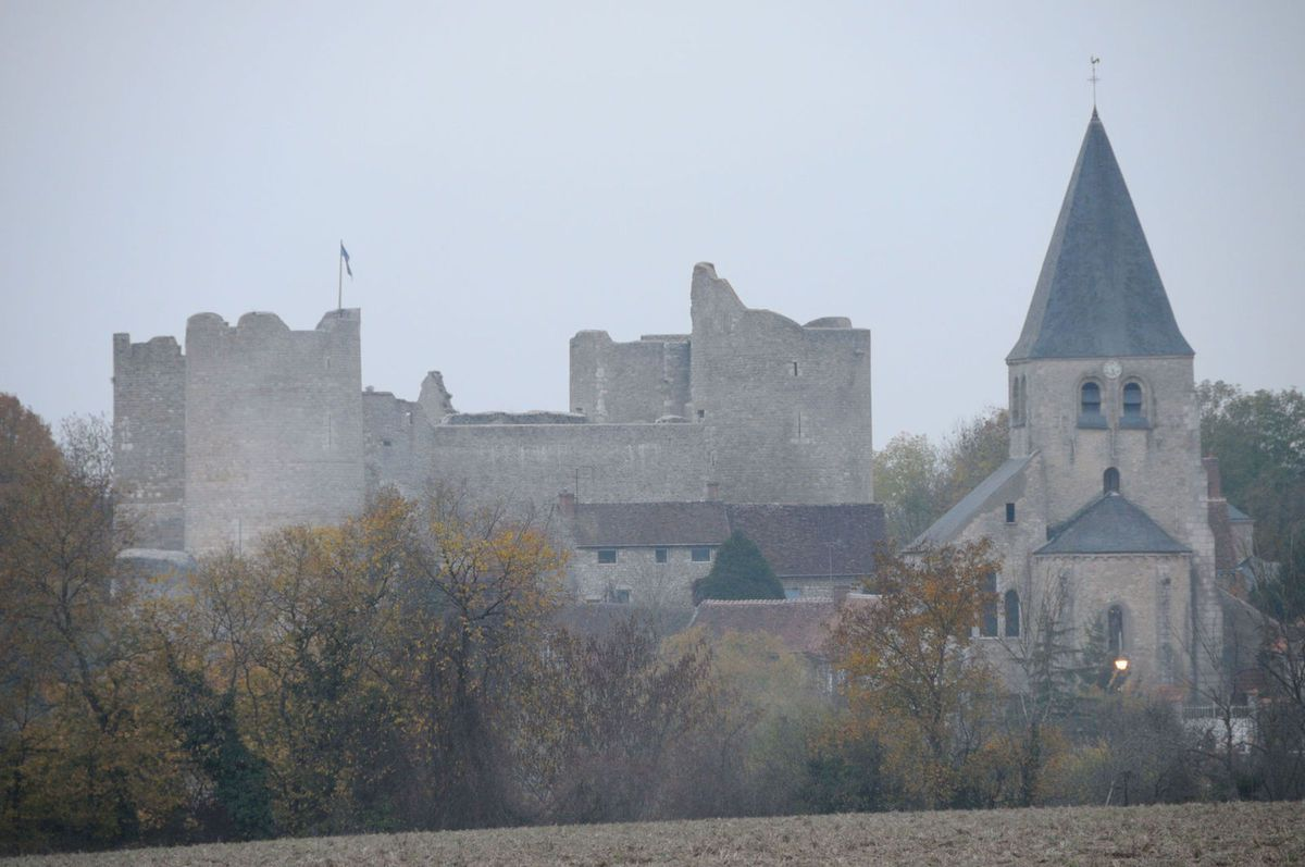 LES PLUS BEAUX VILLAGES DE FRANCE : YEVRE-LE-CHATEL  (LOIRET)