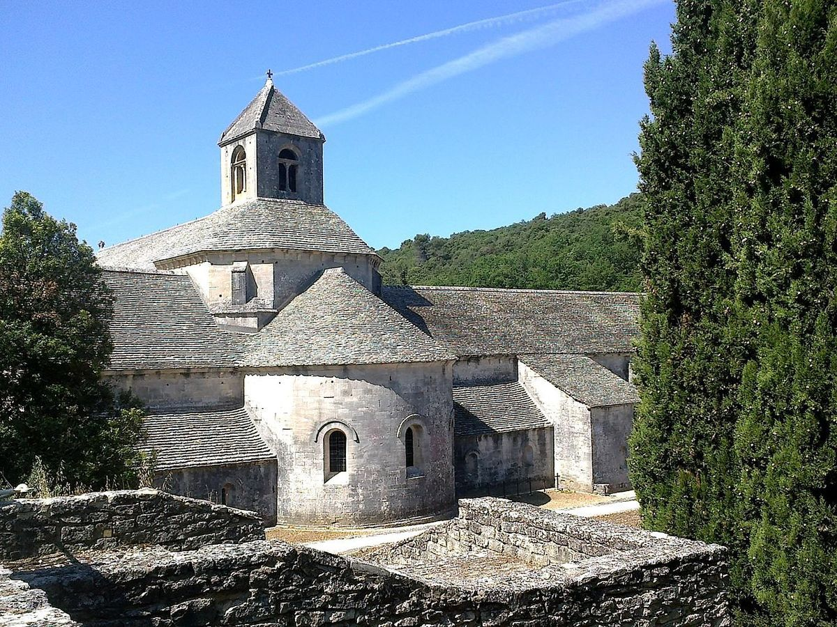 TRESORS DU PATRIMOINE FRANCAIS : GORDES - ABBAYE NOTRE-DAME DE SENANQUE