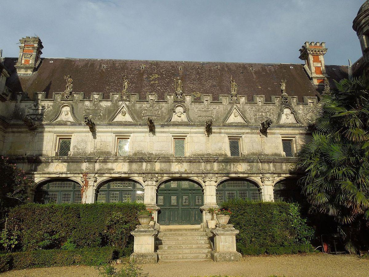 TRESORS DU PATRIMOINE FRANCAIS : LE CHATEAU D'USSON (CHARENTE-MARITIME)