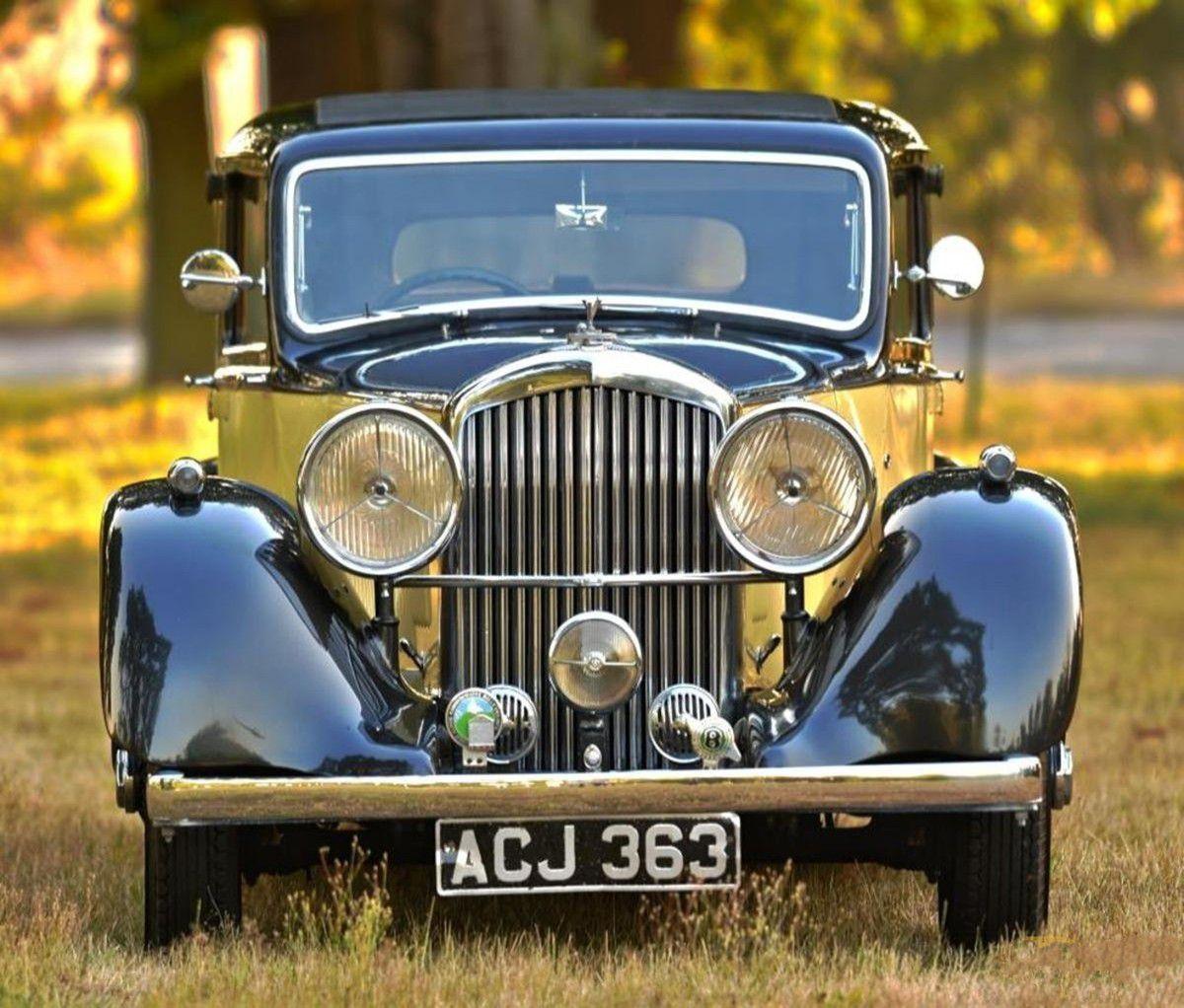 VOITURES DE LEGENDE (941) : BENTLEY DERBY 4 ¼  LITRE PARK WARD SPORTS SALOON - 1937