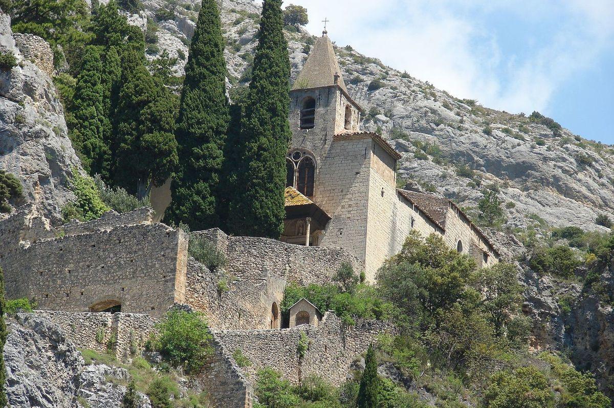 TRESORS DU PATRIMOINE FRANCAIS : MOUSTIERS-SAINTE-MARIE  (ALPES-DE-HAUTE-PROVENCE)